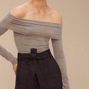 NWOT Aritzia Bodel Off-The-Shoulder T-shirt Size S